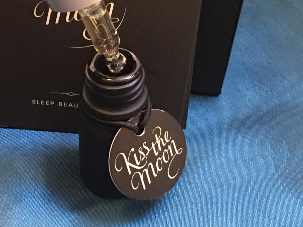Kiss the moon Glow after dark face oil