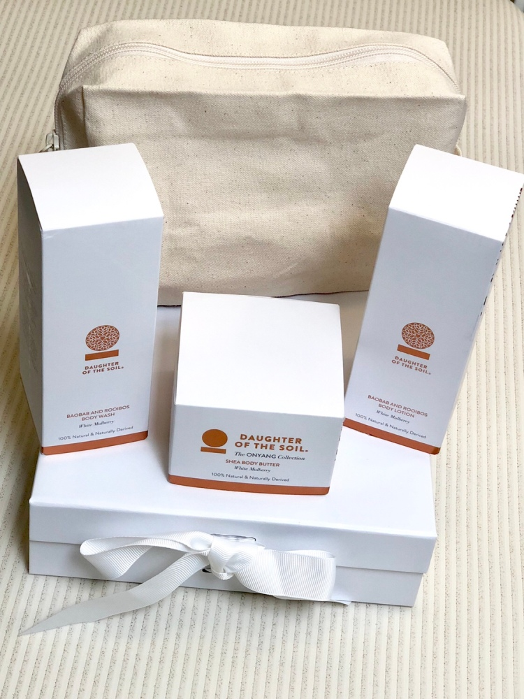 Daughter of the soil bag and beauty set