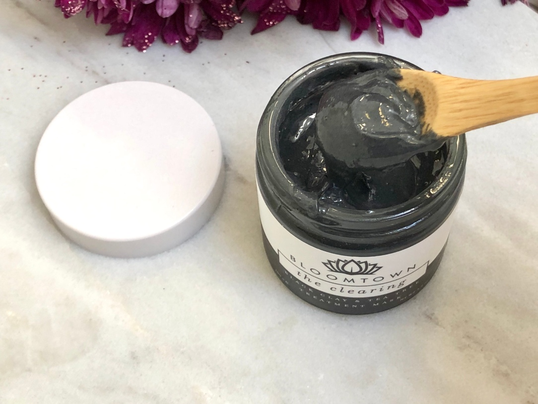 Bloomtown the clearing black clay & tea tree treatment mask